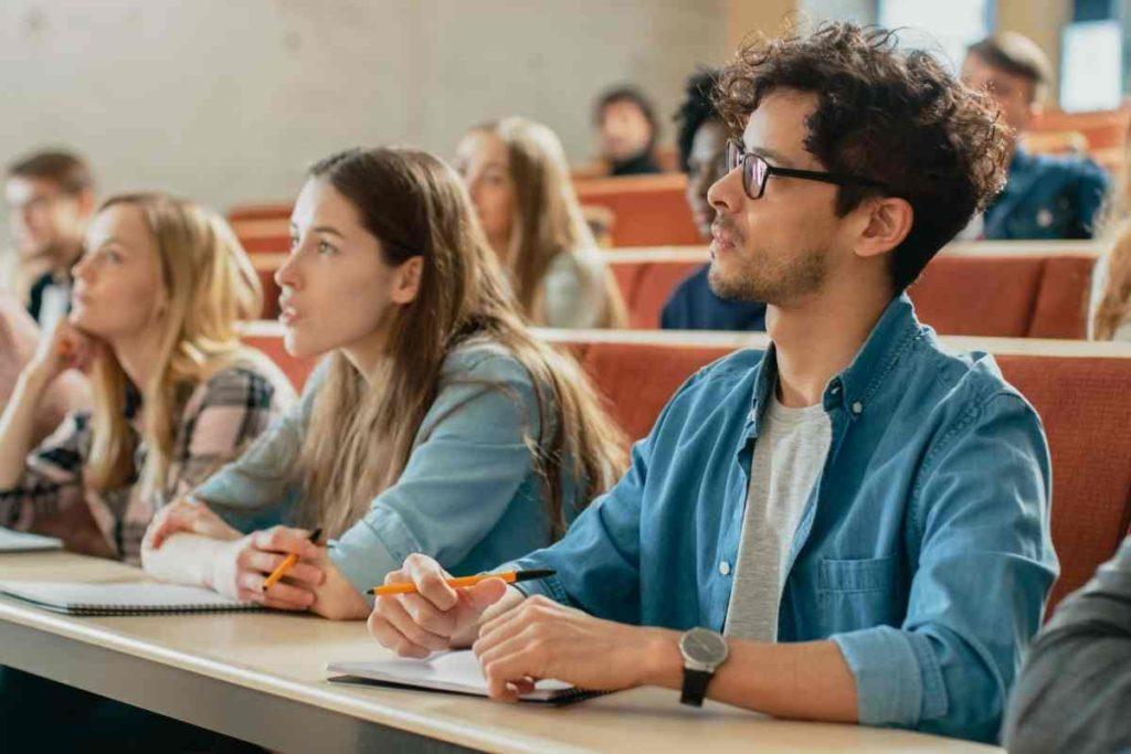 【日本語学校】大学生が日本語教師としてアルバイトできるのか